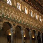 Basilica di Sant'Apollinare Nuovo, Ravenna, Emilia Romagna. Autore Mac9. Licensed under the Creative Commons Attribution