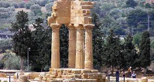 Tempio dei Dioscuri, Valle dei Templi, Agrigento, Sicilia. Autore e Copyright Marco Ramerini