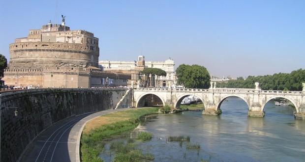 Il Ponte Sant'Angelo e il Castel Sant'Angelo (Mausoleo di Adriano), Roma. Autore e Copyright Marco Ramerini.