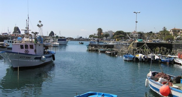 Il porticciolo di Aci Trezza, Sicilia. Autore e Copyright Marco Ramerini.