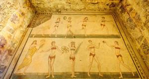 Mosaici delle Ragazze con Bikini, Villa Romana del Casale, Piazza Armerina, Sicilia. Autore Jos Dielis. Licensed under the Creative Commons Attribution