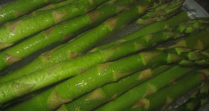 Asparagi. Autore Nate Steiner. Licensed under the Creative Commons Attribution