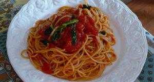Spaghetti al pomodoro. Autore Roberto de Martino. No Copyright