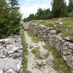 Resti di trincee austriache, Monte Specie, Dolomiti, Italia. Autore e Copyright Marco Ramerini