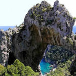 Arco Naturale, Capri, Campania. Autore Kemmsche. Licensed under the Creative Commons Attribution-Share Alike