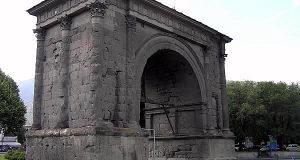 Arc d'Auguste, Aoste, Val d'Aoste. Auteur et Copyright Marco Ramerini.