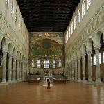 Basilique de Saint-Apollinaire in Classe, Ravenne, Émilie-Romagne. Auteur Berthold Werner. No Copyrights