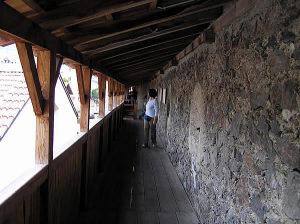 Les allées, Glorenza-Glurns, Trentin-Haut-Adige. Auteur et Copyright Marco Ramerini