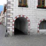 I portici del centro di GlorenzaGlurns, Trentino-Alto Adige. Autore e Copyright Marco Ramerini