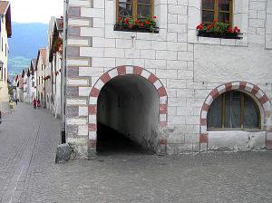 Les arcades du centre-de Glorenza Glurns, Trentin-Haut-Adige. Auteur et Copyright Marco Ramerini