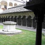 Le cloître de l'église collégiale des Saints Pierre et Orso, Aoste, Vallée d'Aoste. Auteur et Copyright Marco Ramerini