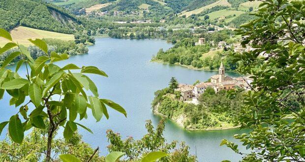 Il lago di Mercatale, Sassocorvaro. Credit Marche Turismo, Le Marche di Urbino