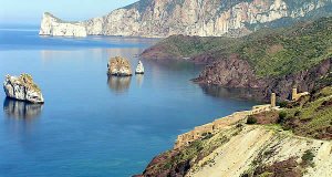 Le littoral le long de la promenade de Nebida, Iglesias, Sardaigne. Auteur et Copyright Marco Ramerini