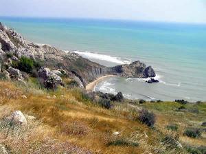 A costa sob o Castelo de Montechiaro, Palma di Montechiaro, Agrigento, Sicília. Autor e Copyright Marco Ramerini