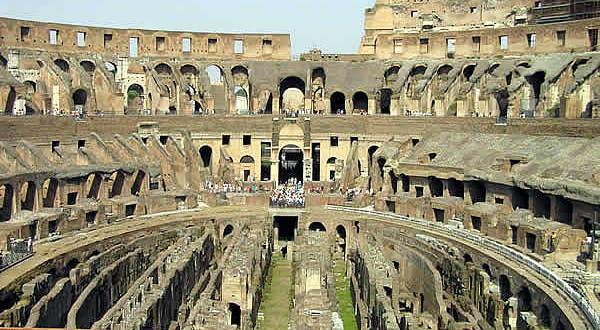 L'interno del Colosseo, Roma, Lazio. Autore e Copyright Marco Ramerini