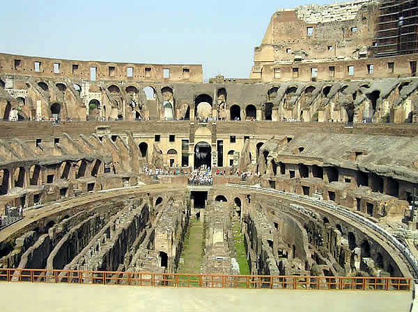 L'intérieur du Colisée, Rome, Latium. Auteur et Copyright Marco Ramerini