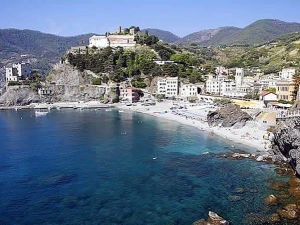 Monterosso, Cinque Terre, Ligurie. Auteur Lee & Chantelle McArthur. Licensed under the Creative Commons Attribution