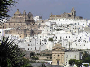 Ostuni, Brindisi, Puglia. Autore Dronkitmaster. Licensed under the Creative Commons Attribution