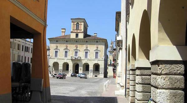 Piazza Ducale, Sabbioneta, Mantoue, Lombardie. Auteur et Copyright Marco Ramerini