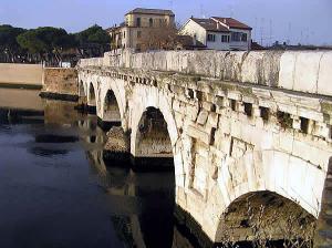 Pont romain, Rimini, Émilie-Romagne. Auteur et Copyright Marco Ramerini