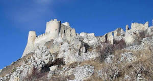 Rocca Calascio (L'Aquila), Abruzzo. Autore Inviaggiocommons. Licensed under the Creative Commons Attribution