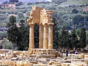 Temple des Dioscuri, Vallée des Temples, Agrigente, Sicile. Auteur et Copyright Marco Ramerini