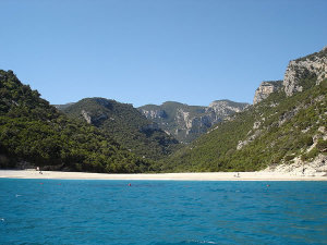 Cala Sisine, Sardegna. Author Clurr. Licensed under the Creative Commons Attribution