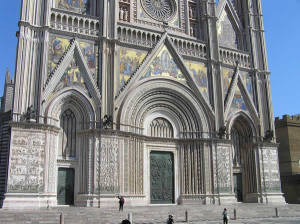 Les trois portails de la cathédrale d'Orvieto, Ombrie. Auteur et Copyright Marco Ramerini