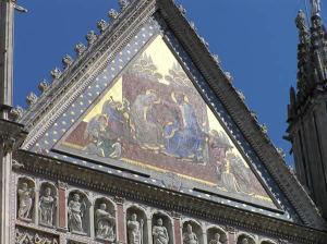 Le tympan centrale de la cathédrale d'Orvieto, Ombrie. Auteur et Copyright Marco Ramerini
