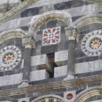 Particolare della facciata della Basilica della Santissima Trinità di Saccargia, Codrongianus, Sardegna. Autore e Copyright Marco Ramerini