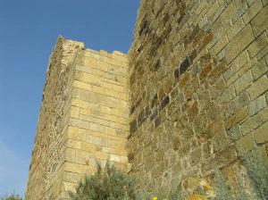 Restos das muralhas do Castelo de Marmilla, Las Plassas, Sardenha. Autor e Copyright Marco Ramerini.
