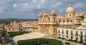 Il Duomo, Noto, Sicilia. Autore Tango7174. Licensed under the Creative Commons Attribution