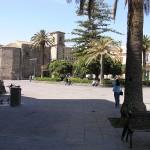 La piazza principale di Aci Castello, Sicilia. Autore e Copyright Marco Ramerini.