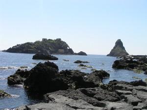 Le isole dei Ciclopi, Aci Trezza, Sicilia. Autore e Copyright Marco Ramerini
