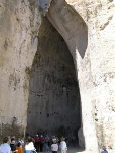 L'Oreille de Denys ou de Dionysos, Syracuse, Sicile. Auteur et Copyright Marco Ramerini
