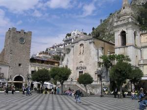 Piazza IX Aprile em Taormina, Sicília. Autor e Copyright Marco Ramerini