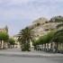 Piazza Italia a Scicli, a sinistra la chiesa Madre e in alto sulla rupe la chiesa di San Matteo e i ruderi del castello, Sicilia, Italia. Autore e Copyright Marco Ramerini