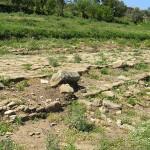 Resti di una strada nell'area archeologica di Tindari, Sicilia. Autore e Copyright Marco Ramerini