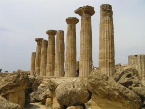 Vestígios do Templo de Héracles, Vale dos Templos, Agrigento, Sicília. Autor e Copyright Marco Ramerini