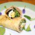 Crepes al salmone affumicato con insalata. Autore e Copyright Marco e Laura Ramerini
