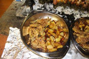 Patate arrosto e carciofi fritti. Autore e Copyright Marco Ramerini