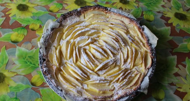 Torta con crema e mele. Autore e Copyright Marco e Laura Ramerini,