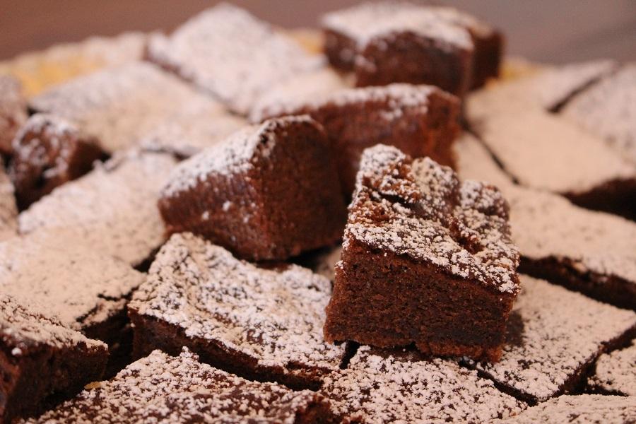 Torta soffice al cioccolato. Autore e copyright Marco e Laura Ramerini.