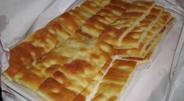 Focaccia alla Genovese. Autore Alessio Sbarbaro. Licensed under the Creative Commons Attribution-Share Alike