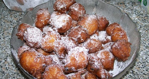 Frittelle alle mele. Autore Klenje. Licensed under the Creative Commons Attribution