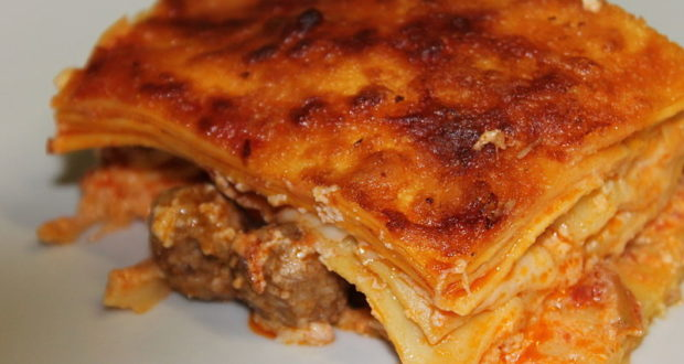 Lasagna al forno. Autore Schellenberg. Licensed under the Creative Commons Attribution
