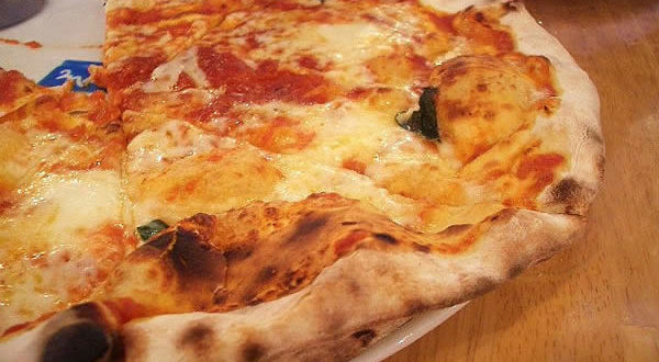 Pizza. Autore Kanko. Licensed under the Creative Commons Attribution