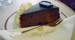Sachertorte. Autore David Monniaux. Licensed under the Creative Commons Attribution