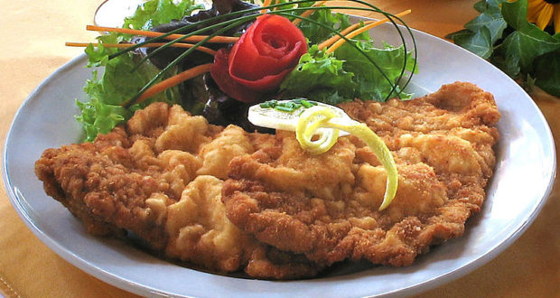 Wiener Schnitzel (cotoletta alla viennese). Autore Kokabo. Licensed under the Creative Commons Attribution