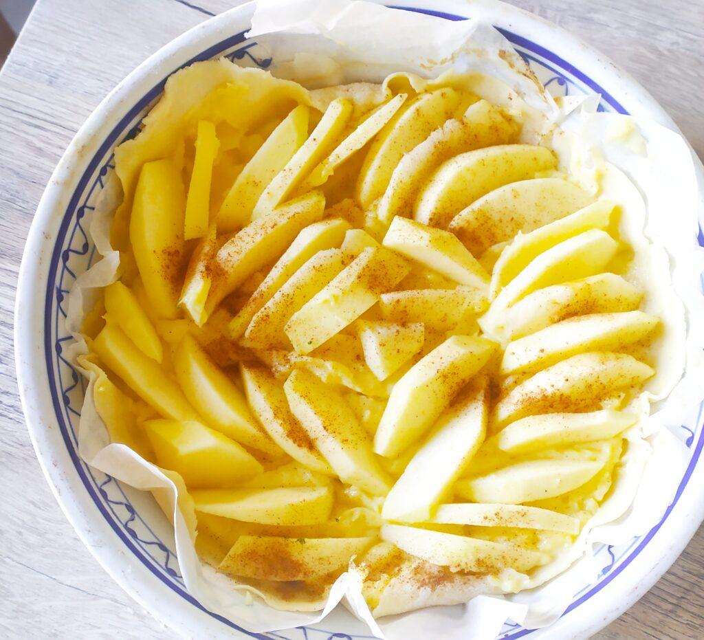 Torta di pasta brisée alla crema e mele Italyaround.com